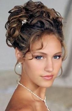 Love Wedding hairstyles for medium length hair? wanna give your hair a new look ? Wedding hairstyles for medium length hair is a good choice for you. Here you will find some super sexy Wedding hairstyles for medium length hair, Find the best one for you, Updos For Medium Length Hair, Wedding Hairstyles For Medium Hair, Curly Wedding Hair, Wedding Hair And Makeup, Bride Hairstyles, Medium Hair Styles, Bridal Hair, Curly Hair Styles, Homecoming Hairstyles