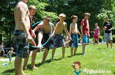Juego de relevos con hula hoop | Pienso que habría que probarlo primero a ver si es sencillo o demasiado complicado | Hula Hoop Relay Race
