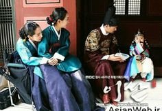 Behind the Scenes photo about actors and actresses of Yi San.