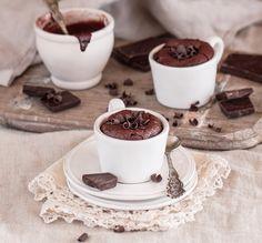 Шоколадные кексы в чашках