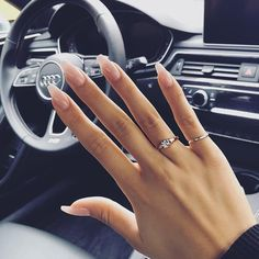 Semi-permanent varnish, false nails, patches: which manicure to choose? - My Nails Cute Acrylic Nails, Acrylic Nail Designs, Acrylic Art, Nude Nails, White Nails, Coffin Nails, Hair And Nails, My Nails, Nagel Gel