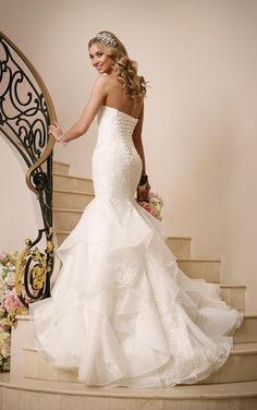 Elegant Wedding Gowns 2016 Corset Wedding Dresses By Stella York Sweetheart Neck Appliqued Beaded Organza Fit And Flare Bridal Gowns With Chapel Train And Lace Up Dress With Lace From Nicedressonline, $202.05  Dhgate.Com
