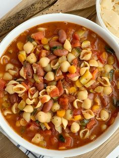 This is honestly the best Minestrone Soup! A vegetable broth tomato base and then loaded with fresh vegetables, beans, and tender small shell pasta. It simmers in one pot on the stove top for a delicious and healthy dinner. Best Soup Recipes, Healthy Pasta Recipes, Lunch Recipes, Vegetarian Recipes, Cooking Recipes, Beans Recipes, Recipes Dinner, Healthy Beans, Healthy Work Snacks