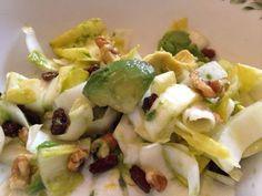 salade d'endives, avocats, pommes aux noix et raisins secs