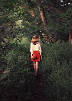 Portrait Photography Inspiration : into the woods walking Street Style Vintage, Hipster Grunge, Ansel Adams, Jolie Photo, How To Pose, Mode Inspiration, Pretty Pictures, Ideias Fashion, Fashion Photography