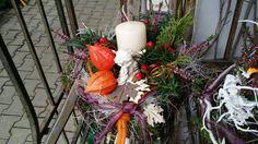 Blumen Markus in St. Georgen -   Allerheiligengestecke 2015 Table Decorations, Furniture, Home Decor, Flowers, Dekoration, Decoration Home, Room Decor, Home Furnishings, Home Interior Design