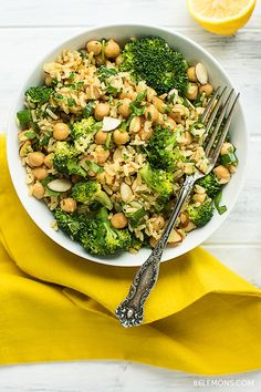 Broccoli and Chickpea Rice Bowl 24 Healthy Rice Bowls You Should Eat For Dinner Rice Bowls, Rice Dishes, Veggie Rice Bowl, Whole Food Recipes, Cooking Recipes, Cooking Games, Clean Eating, Healthy Eating, Healthy Meals For Dinner