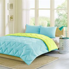 The Intelligent Design Trixie comforter is a fun way to add a pop of color to your bedroom. The chevron stitching adds the perfect element of style to this otherwise solid comforter. Trixie is fully reversible so you can change the look of your bedroom with one easy flip. The aqua blue reverses to a bright green.