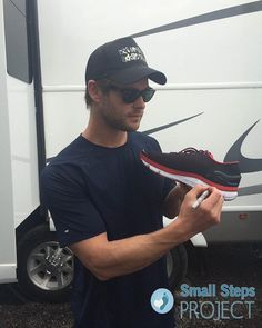 Once again Chris Hemsworth is donating his shoe to the the small steps project, we need more people like Chris helping others ! The world needs our help , for example the homeless, the nature and many Other organization  trying to help the world ❤️ #helpothers #chrishemsworth #thor