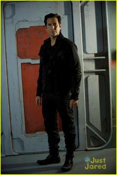 "S1 Ep1 ""Pilot"" - Henry Ian Cusick as (Kane)"