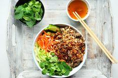 Nuselská kuchta uvádí ...: MANDATORNÍ RECEPTÍK - BUN BO NAM BO Vietnamese Recipes, Asian Recipes, Ethnic Recipes, Dinner Recipes, Food And Drink, Lunch, Foodies, Fitness, Asia