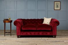 Chesterfield sofas are getting more popularity with every passing day. Nothing says luxury than a tufted Chesterfield sofa. This tufted piece of furniture has a rich English history. Lord Philip Stanhope, the fourth Earl of Chesterfield was. Sofa Couch, Tufted Sofa, Sofa Set, Leather Chesterfield, Living Room Green, New Living Room, Living Room Sofa, Living Room Decor, Couches