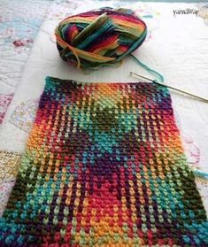 """crochet color pooling with yarnaway - Crocheting Atlas yarnaway: a crochet scrapbook: dive right in motleycraft-o-rama: """"From Yarnaway. Plaid Knitted Pattern 4 Source by How to Knit Plaid with Crochet – sibel duran – Join the world of pin Crochet Stitches Patterns, Stitch Patterns, Knitting Patterns, Beau Crochet, Crochet Motif, Crochet Scarves, Crochet Yarn, Crochet Crafts, Crochet Projects"""