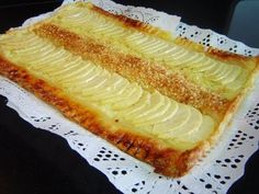 TARTA DE MANZANA DE HOJALDRE CON CREMA ( POSTRE FÁCIL) Sweet Pie, Mediterranean Recipes, Homemade Cakes, Hot Dog Buns, Sweet Tooth, Sweet Treats, Deserts, Cooking Recipes, Favorite Recipes