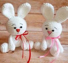 Amigurumi coniglietti bianchi