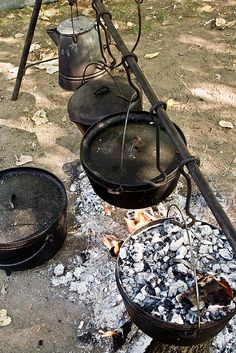 Dutch oven rig. Too cool!