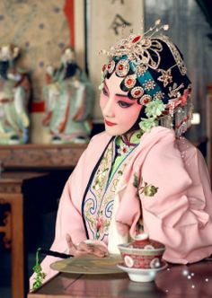Chinese Opera posted by Sifu Derek Frearson Chinese Artwork, Chinese Painting, Chinese Element, Dragon Dance, Chinese Opera, China Girl, Face Characters, Opera Singers, Oriental Fashion