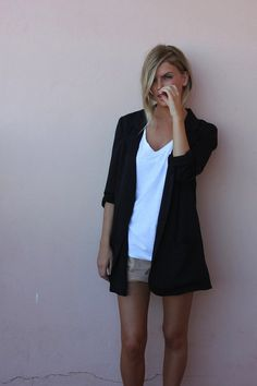 5dd4150ab5d3e Go for a casual chic look with an (oversized) blazer. Combine it with  jeans