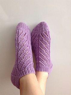 Ravelry: Milly pattern by Trude Hertaas - free knitting pattern Knitting Designs, Knitting Patterns Free, Free Knitting, Knitting Projects, Cast On Knitting, Loom Knitting, Knitting Socks, Knit Socks, Knitted Socks Free Pattern