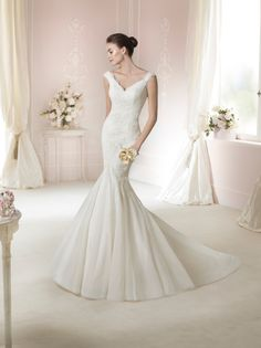#Vestido de #novia con corte sirena, de encaje y escote en V. Modelo DAFNA. chantu.es