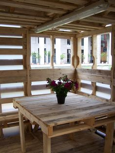 Pallet house from inside, dining room | Photo © Suzan Wines http://www.woodz.co/the-pallet-house/