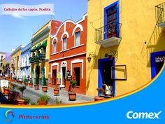 El Callejón de Los Sapos en Puebla. En tiempos coloniales el Río San Francisco se desbordaba e inundaba el callejón de la 6, provocando el ambiente necesario para que vivieran sapos, los cuales ya no hay, pero quedaron las coloridas fachadas. #ColoresDeMiMéxico