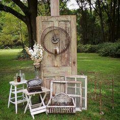 Garden room with veranda Garden Deco, Garden Art, Old Doors Wedding, Growing Herbs At Home, Pinterest Home Decor Ideas, Fenced Vegetable Garden, Rustic Wedding Backdrops, Garden Doors, Garden Living