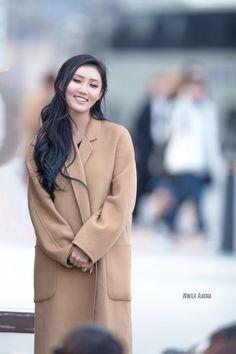 She's so gorgeous || Hwasa
