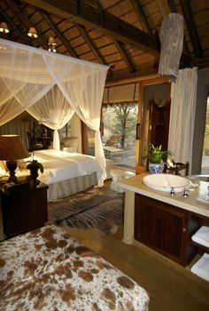 Camp Jabulani The Suites Colonial Bedroom, British Colonial Decor, African House, African Interior, Casa Clean, Home Decor Quotes, Lodge Decor, Home Decor Paintings, Glamping