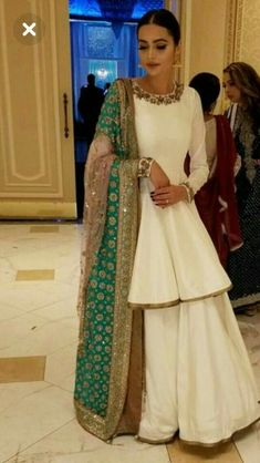 New Rock Indian Wedding India 56 Ideen - Things to Wear - Hochzeit Pakistani Dresses Casual, Indian Fashion Dresses, Dress Indian Style, Indian Gowns, Pakistani Dress Design, Indian Designer Outfits, Indian Attire, Indian Skirt, Dress Fashion