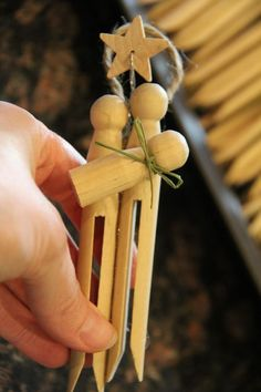 Instructions for how to make the clothespin Nativity ornaments - so fun!