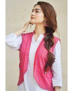Pakistani Party Wear Dresses, Simple Pakistani Dresses, Pakistani Fashion Casual, Pakistani Dress Design, Stylish Dresses For Girls, Frocks For Girls, Simple Dresses, Beautiful Dresses, Casual Dresses