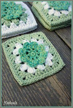 ﻬஐ Spring is coming! ஐﻬ Haaksels: Flower Grannie Square pattern. ~❀CQ CQ #crochet #grannysquare #motifs http://www.pinterest.com/CoronaQueen/crochet-granny-squares-and-motifs-corona/