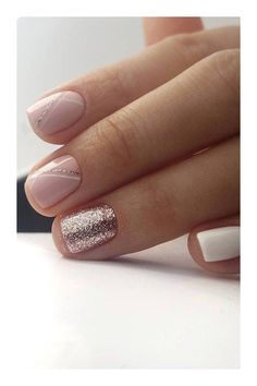 Semi-permanent varnish, false nails, patches: which manicure to choose? - My Nails Elegant Nail Designs, Elegant Nails, Nail Art Designs, Stripe Nail Designs, Shellac Nails, Nail Manicure, Nail Polish, Gold Nails, Chrome Nails
