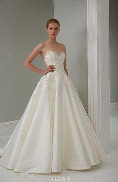 Sweetheart neckline wedding gown from 2015 Steven Khalil Wedding Dress Collection : http://www.itakeyou.co.uk/wedding/steven-khalil-bridal-2015-collection/ #weddingdress: