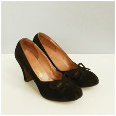 1940s Cut-Out Heel by ohlunevintage on Etsy | vintage 40 shoes pumps