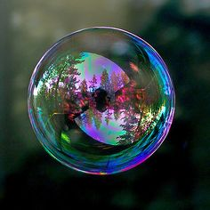 exquisite bubble shot (by TomFalconer love the reflection! Reflection Photography, Macro Photography, Amazing Photography, Bubble Photography, Levitation Photography, Winter Photography, Abstract Photography, Beach Photography, Photo Trop Belle