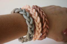 Плетенный браслет из полимерной глины