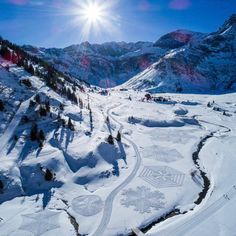Book your ski holiday to Bad Gastein with Crystal Ski. Enjoy miles of varied terrain on the slopes and the relaxing spas off it. Crystal Ski, Snow Art, Ski Holidays, Snowy Mountains, Horse Riding, Winter Season, Austria, Skiing, Tourism