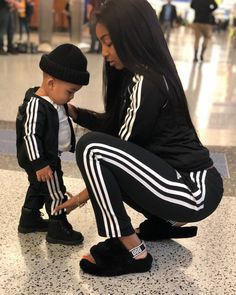 Being a mommy ❤️ Plane finally landed , feeling so good in my new city ☀… Being a mommy ❤️ Plane finally landed , feeling so good in my new city ☀️😩 - Cute Adorable Baby Outfits Mom And Son Outfits, Family Outfits, Baby Boy Outfits, Cute Mixed Babies, Cute Black Babies, Cute Babies, Fashion Kids, Baby Boy Fashion, Mommy And Son