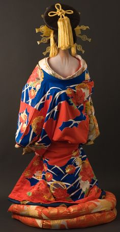 Oiran's Kimono: this is actually a pretty racy image, the back of the neck being thought of as particularly sexy, traditionally.