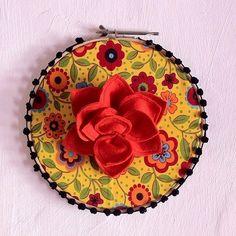 Colacorelinha | Ma Stump Coin Purse, Diy, Craft Ideas, Purses, Wallet, Crafts, Creative, Throw Pillows, Tejido