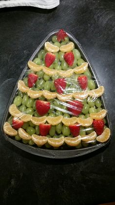 Best Photos Trendy Fruit Platter Winter Christmas Foods Tips The very best immediately vacation escape in the Pacific Northwest is The Lights of Christmas in St Fruit Christmas Tree, Christmas Party Food, Xmas Food, Christmas Appetizers, Christmas Cooking, Christmas Foods, Winter Christmas, Birthday Breakfast, Christmas Breakfast