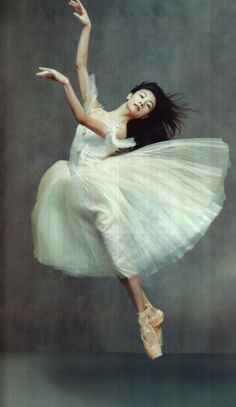 Yuan Yuan Tan by Annie Leibovitz in Russian Vogue , 2003