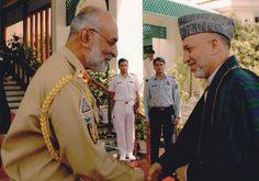 Pakistani General T.M. Malik greeting Afghan President Hamid Karzai [Pakistan Defence]