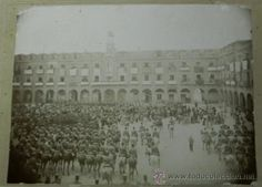 Antigua fotografia albumina de la plaza mayor de Ocaña, Toledo, posiblemente en el pregon de las fie - Foto 2