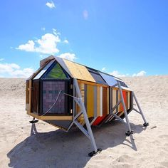 Marrying art and camping Urban Campsite Amsterdam is inviting guests to stay in an art exhibition in one of 14 mobile objects. Amsterdam Art, Visit Amsterdam, Sleeping Pods, Materiel Camping, Portable Shelter, Micro House, Tiny House Movement, Beach Camping, Camping Stuff