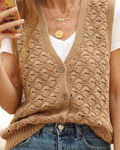 ☮️FOLK-lóricas💃🏻 Ha llegado el día, por fin os puedo enseñar el proyecto en el que he estado trabajando los últimos meses. El CHALECO FOLK… Folk, Color Beige, Hippy, Crochet Projects, Shawl, Knit Crochet, Men Sweater, Knitting, My Style