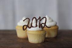 2012 graduation cupcakes