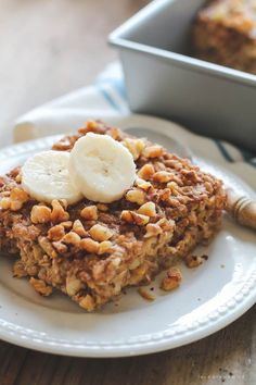 Start your morning with delicious Banana Bread Baked Oatmeal! So easy and tastes like a slice of warm banana bread! However cook for 45 min! Breakfast And Brunch, Make Ahead Breakfast, Breakfast Bake, Breakfast Dishes, Breakfast Recipes, Dessert Recipes, Brunch Recipes, Desserts, Post Workout Food